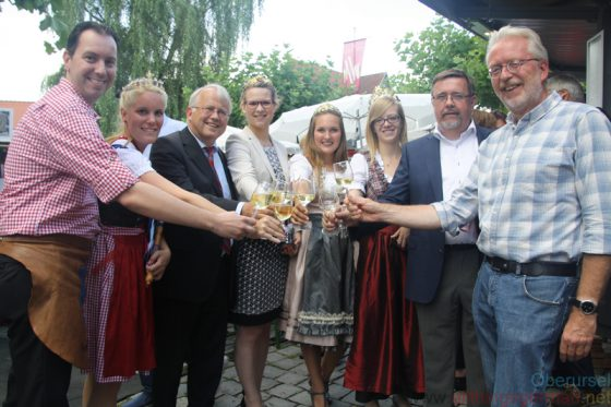 Opening the wine festival: Christian Peter, Nadine I., Hans-Georg Brum, Louisa Follrich, Sophie Egert, Tabea Klepper, Peter Seyffardt and Gerd Krämer.