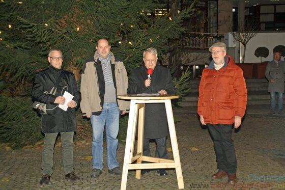 Oberursel's Christmas Market was opened on Thursday, 24th November, 2016 by Mayor Hans-Georg Brum, accompanied by Stephan Remes (left), Treasurer Thorsten Schorr, and Council Chairman Gerd Krämer (right).