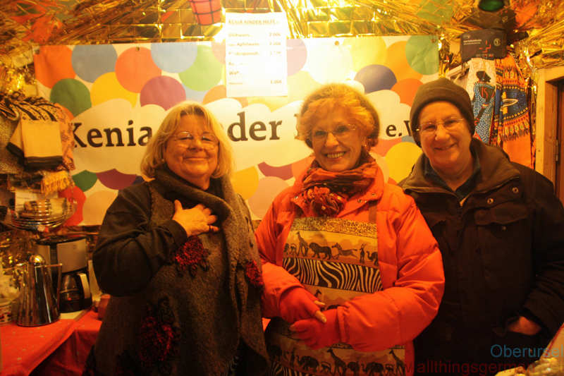 Ute Simon, Angela Behrs and Mathilde Krücke in the Kenia Kinder Hilfe e.V. hut on the Rathausplatz on Thursday evening.  They were selling Glühwein, waffles, and tickets for the miniature steam railway.