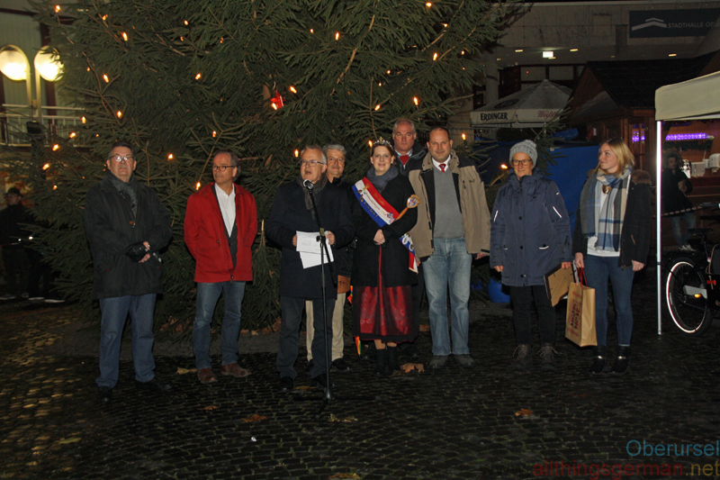 The Christmas Market in Oberursel was opened on Thursday, 29th November, 2018 by Mayor Hans-Georg Brum, Town Treasurer Thorsten Schorr, along with Fountain Queen Anna-Lena I. and her Brunnenmeister Herbert.