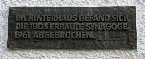 The commemorative plaque in the Weidengasse