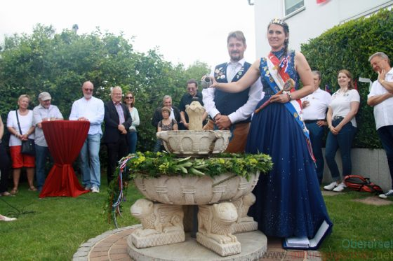 Pia I. and Mathias officially inaugurated the fountain by pouring apple wine into it