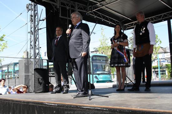 Hans-Georg Brum and Dr. Justus Förschner open the Bahnhofsfest in Oberursel