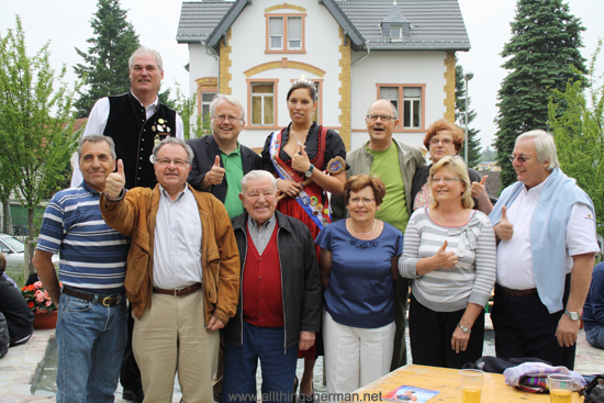 Visitors from the Twin Town of Épinay-sur-Seine at the Marienbrunnen