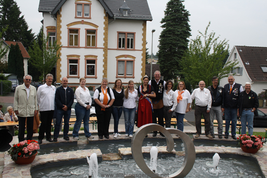 Fountain Queens past and present with their assitants at the Marienbrunnen